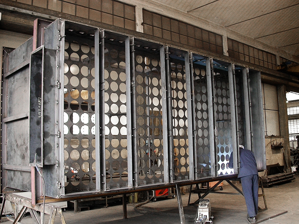 Filtri a Maniche - Lavorazioni - Carpenteria Maggioni